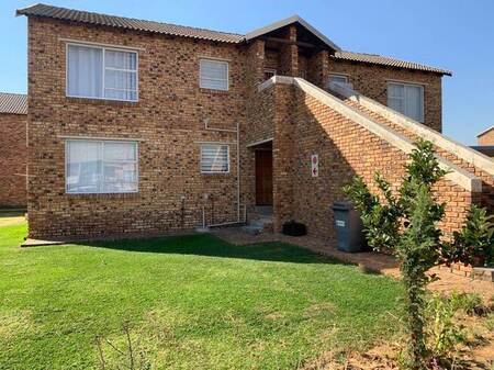 2 Bed Townhouse in The Reeds