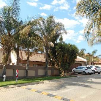 3 Bed House in Ruimsig Country Estate