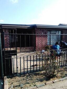 2 Bed House in Tembisa