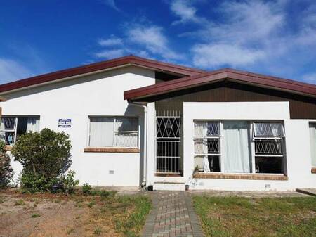 4 Bed House in Charlo