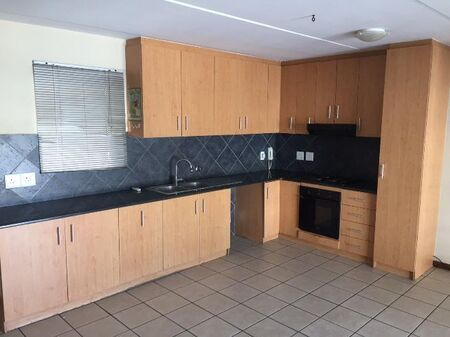 Newly Touched/renovated 3 Bedroom with 2 Bathroom Apartment to Rent in Paarl South