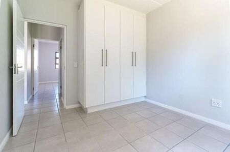 So Neatly Renovated. 2 Bedroom/ 1 Bath Apartment / Flat to Rent in Paarl North