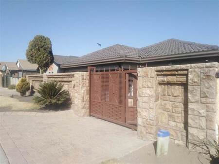 3 Bed House in Tembisa