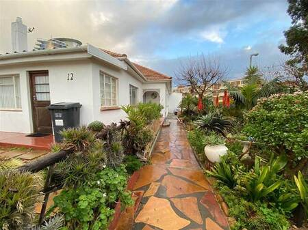 3 Bed House in Strand South