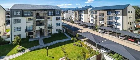 2 Bed Penthouse in Somerset West Central