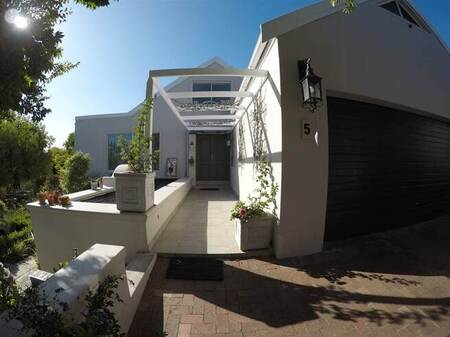 4 Bed House in Helena Heights