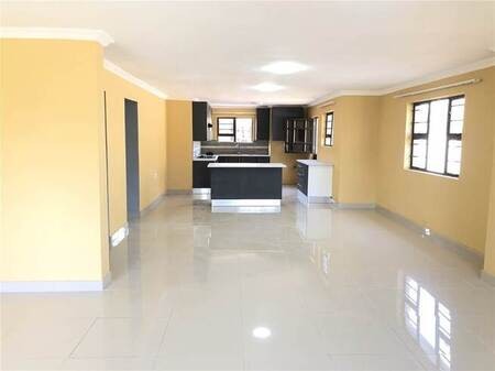 6 Bed House in Beacon Bay