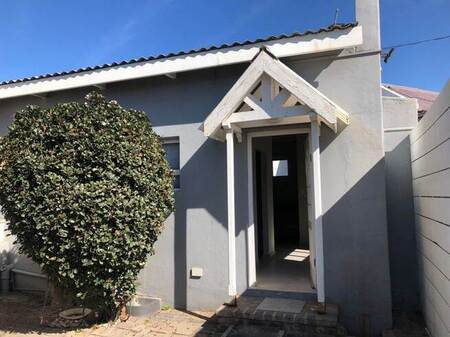 6 Bed House in Gonubie