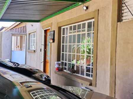 Beautiful Spacious townhouse in complex, excellent price.