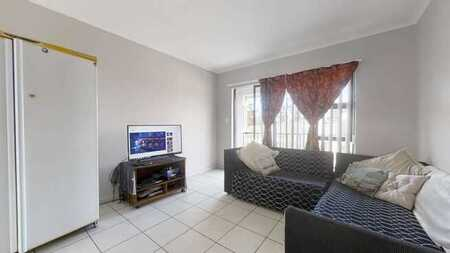 Spacious Apartment with Views in Durbanville Square