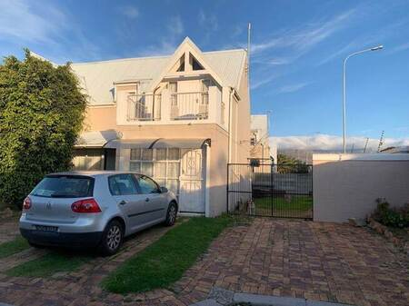 4 Bed House in Strand Central