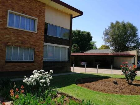 1.5 Bed Flat in Selcourt