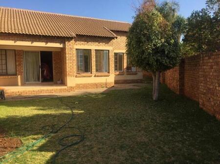 2 Bedroom townhouse - sectional for sale in Monavoni, Centurion