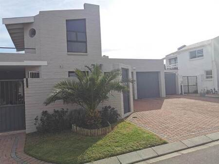 2 Bed House in Gordons Bay Central
