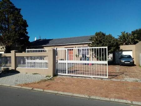 3 Bed House in Edgemead