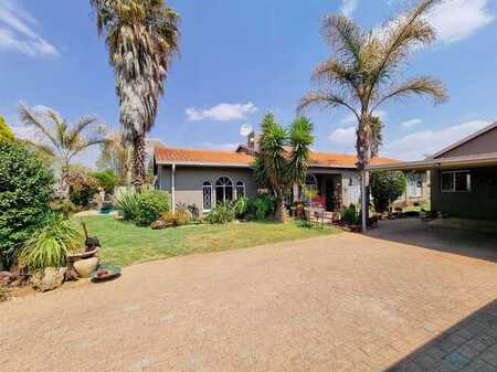 Magnificent 3 bedroom family home and 3 bedroom flat