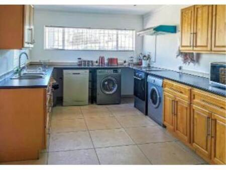 3 Bed House in Victory Park
