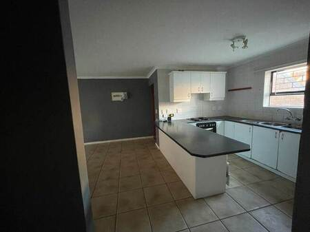 2 Bed Apartment in Gordons Bay Central