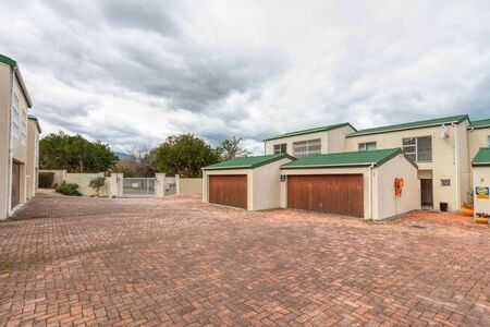 3 Bedroom Townhouse For Sale in Pearlrise
