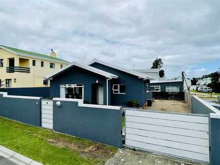 Ideally & centrally located home for sale in Onrus River
