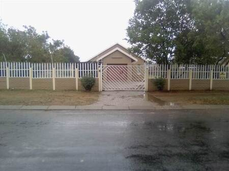 3 Bed House in Helikon Park