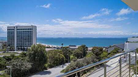 Summerstrand - For the Executive wanting a lock up and go!