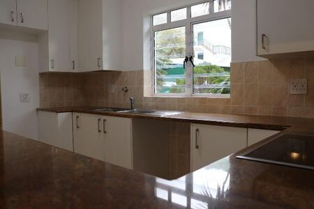Two Bedroom Apartment / Flat to Rent in Hout Bay Beachfront