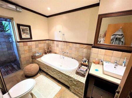 4 Bedroom House For Sale in Heuwelsig