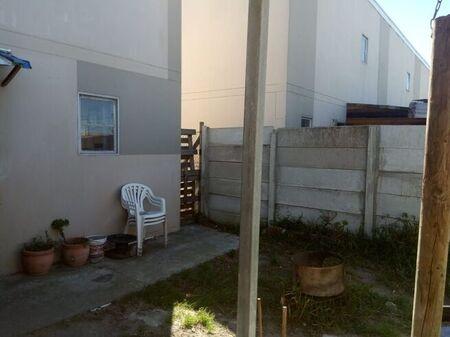 2 Bedroom Townhouse For Sale in Pelican Park