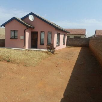 2 Bedroom House For Sale in Protea Glen