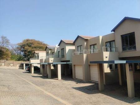 3 Bed Apartment in Northcliff