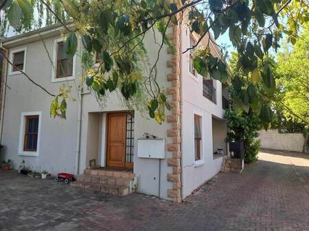 2 Bed Apartment in Paarl