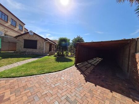 3 Bedroom House To Rent in Bluewater Bay