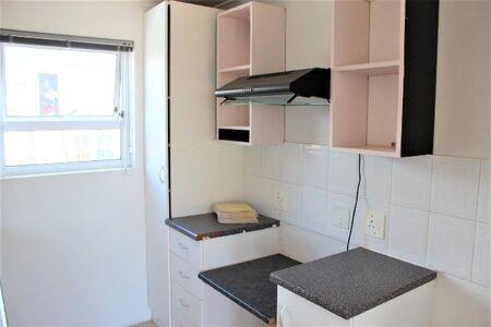 Available 2 Bedroom/1 Bathroom Unit To Rent In Uitzicht