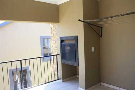 3rd Floor 2 Bed 1 Bath To Let