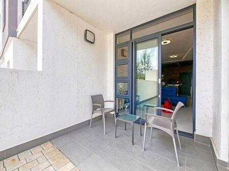 2 Bedroom Flat For Sale in Rosebank