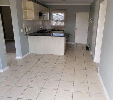 3 Bedroom Apartment / Flat to Rent in Uitzicht