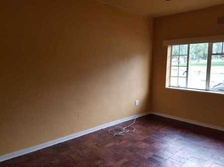 Room to rent in Yeoville for R1400